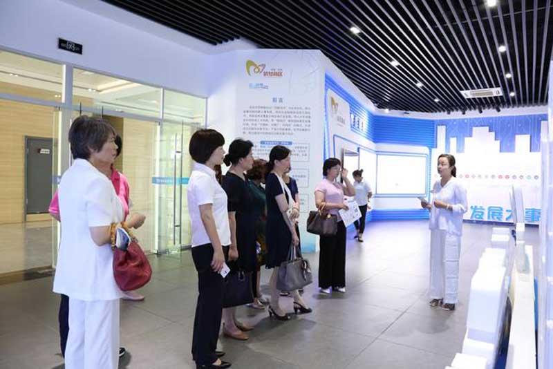 安庆市女企业家协会第三届第一次会长办公会暨协会揭牌仪式在迈德普斯圆满举行