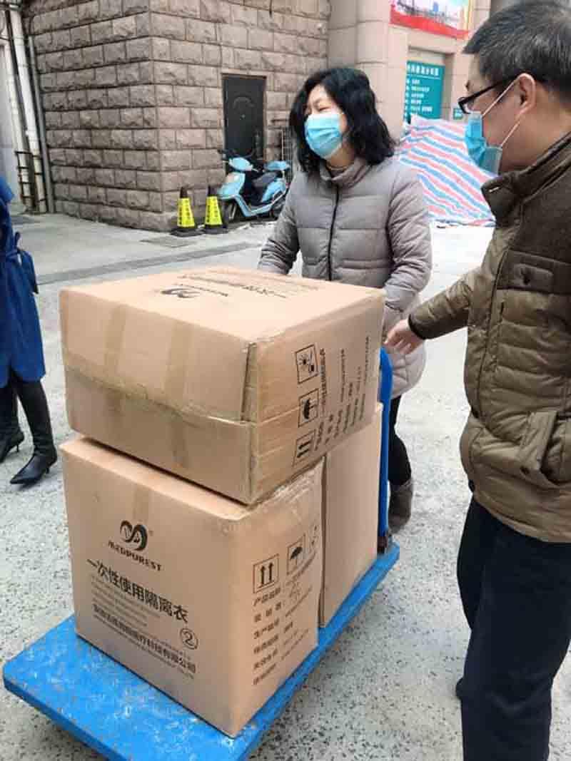"""【暖心资讯】迈德普斯携手德迪康共同捐赠450套""""防疫物资"""",助力市医院防疫工作"""