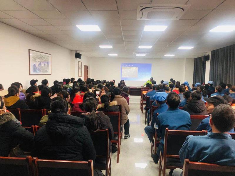 安徽迈德普斯特邀交警大队及铁骑中队开展交通安全知识讲座